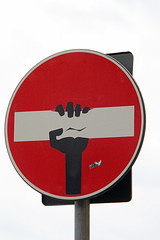 Florence Traffic Sign #24 (just.Luc) Tags: cletabraham streetart urbanart art kunst red rood rouge rot rond round circle cirkel cercle hand main panneaudesignalisation trafficsign sign verkeersbord firenze florenz florence florencia italië italie italy italia italien europa europe tuscany toscane toscana