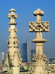 Milan _ ancient and modern spiers (piero.mammino) Tags: milano milan spiers guglie duomo grattacielo skyscrapers cathedral cattedrale sky city città paesaggio landscape ancient antico modern moderno vecchio nuovo young new old