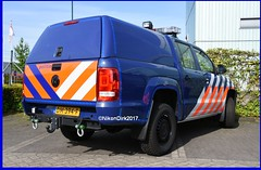 Dutch VW Amarok Politie. (NikonDirk) Tags: koninklijke national agency air support unit marechaussee military politie police light vw volkswagen nikondirk netherlands nederland hulpverlening holland dutch cops cop flash mp motorcycle lights flashers flashing lightbar rotating warning blue foto dm412d border patrol dm394f dm399f amarok