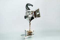 ...bella dentro.. (Antonio Iacobelli (Jacobson-2012)) Tags: metà half caffettiera bialetti moka fresa alluminio introspection bari non d800 nikkor 60mm