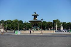 Fontaine des Mers @ Place de la Concorde @ Paris (*_*) Tags: paris france europe city spring may sunny hot 2017 printemps placedelaconcorde fontainedesmers fountain gods