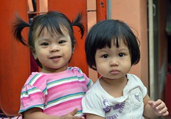 cute toddlers (the foreign photographer - ฝรั่งถ่) Tags: two cute girls toddlers khlong thanon portraits bangkhen bangkok thailand nikon d3200