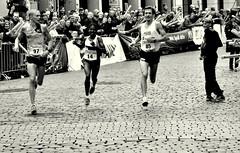 And the winner is ... (Bernhardt Franz) Tags: marathon2013 marathon münster street run runner läufer kurve curve win zieleinlauf finish happy begleiter escort photographer