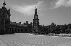 Plaza de Espana - Sevilla (emilienerot) Tags: andalousie andalucia espagne espana spain andalusia summer été printemps spring noiretblanc blackandwhite architecture monochrome seville sevilla plazadeespana
