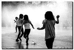 joie (2) (Stefano D'Acunto) Tags: bambini kids fountain mexico bn fontana spruzzi gioia