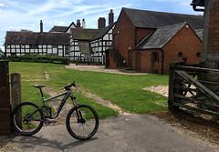 Boscobel House (Gee & Kay Webb) Tags: mtb mountainbike cycling riding bike bicycle giant boscobelhouse englishheritage shropshire farmyard kingcharlesii royaloak