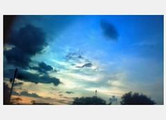 Trước khi cơn mưa đổ xuống mọi thứ vẫn rất tuyệt vời #sky #hoànghôn (mêxanguyễn) Tags: hoànghôn sky