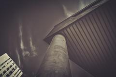 Salburua (Sergio Nevado) Tags: salburua barrio vitoria gasteiz alava araba pais vasco euskadi basque country edificio building blanco negro black white larga exposicion long exposure paisaje urbano cityscape