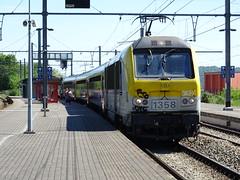 SNCB 1358 @ Herstal (Sim0nTrains Photos) Tags: herstalrailwaystation herstalstation line34 class13 sncb nmbs electriclocomotive sncbclass13 alstom bombardiertransportation bombardier belgiannationalrailways 1358