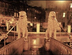 Львиный мост (sftrajan) Tags: bridge canal stpetersburg russia night lion suspensionbridge rusland 2008 puente pont footbridge brücke львиныймост мосточетырехльвах sculptural griboedovcanal кана́лгрибое́дова löwenbrücke sanktpetersburg gribojedowkanal mostczterechlwów fourlionsbridge bridgeoffourlions sanpetersburgo rusia russland pietari nacht notte noche noite