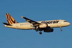 VH-XUG Tigerair Australia Airbus A320-232 (johnedmond) Tags: perth ypph australia airbus a320 tiger tigerair aviation aircraft aeroplane airplane sel55210 55210mm sony golden hour light ilce3500