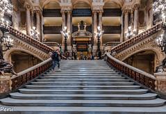 Subiendo al palco (Perurena) Tags: escaleras escadas stairs peldaños arquitectura palacio palace opera lujo luxury lamparas lamps operagarnier paris francia