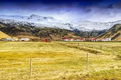 Best and Worst Location (Herculeus.) Tags: 2017 april buildings clouds country day e15 europe eyjafjallajökull farmhouse farmsranches farmsvineyardsfisheriesorchards fences fields glaciers ice iceland landscape landscapes mountains mountainside outbuildings outdoor outdoors outside peaks residential sfhomes snow spring volcanoes waterfalls þorvaldseyri