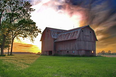 Psychedelic Barn (nelhiebelv) Tags: psychedelic barn field sunset
