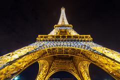 Au pied de la tour Eiffel (Guibs photos) Tags: eos7d canonefs1022mmf3545usm manfrotto mt055xpro3 paris iledefrance france toureiffel tour eiffel tower tourisme tourism city cityscape ville urban urbain monument night nuit illumination
