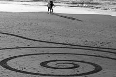 curls (Wackelaugen) Tags: laspalmas grancanaria spain europe canaries canaryislands canaryisles canon eos photo photography wackelaugen black white bw blackwhite blackandwhite mono noiretblanc schwarz weis schwarzweis beach art two girls women water