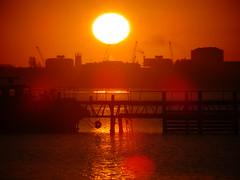 Sunrise at Portsmouth ポーツマスの日の出 (Shutter Chimp: Im back!) Tags: 日の出 海 ポーツマス 太陽 赤い 影絵 イギリス 反射 england sun sunrise rise sea reflection sihloette city red orange オレンジ 町
