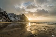 Tema Foto Lofoten dag 3 visning-2 (Tor Magnus Anfinsen) Tags: lofoten hdr norge norway reflection sunset water snow mountain green blue wave sky