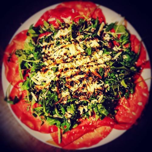 light dinner.. #lightdinner #bresaola #rucola #grana #granapadano #acetodimodena #acetobalsamico #mangiatesano #mangiarebene #mangiareleggero #cenasana