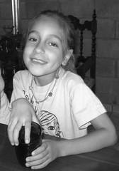 Niña (leograttoni) Tags: retrato portrait niña girl bn sonrisa manos laplata buenosaires