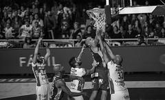 Emocionante final Aguada venció 92-91 a Hebraica Macabi se pone 3 a 3 y  estira la serie a la final definitiva | 170529-0290-jikatu (jikatu) Tags: federacionuruguayadebasketball ligauruguayadebásquetbol aguada aguatero basket basketball basquetbol bw básquetbol canasta canon canon5dmkiv deportes directtv finales hebaricamacabi hebraica jikatu macabeos macabi macromercado mercedes montevideo sport uruguay xanna