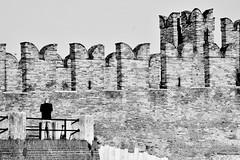 Ponte di Castelvecchio, Black & White (mao832) Tags: landscape paesaggio portrait ritratto d5500 nikon biancoenero bn bw bianco white nero black italy italia verona bridge scaligero castelvecchio ponte
