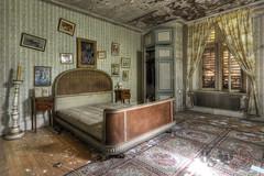 Manoir du Pianiste (urbexosap) Tags: urbex urban exploration lost decay hdr nikon d7100 opustena vila abandoned verlassene villa abandonné maison piano klavier bedroom bed