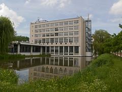 Delft - Technische Universiteit - Faculteit Werktuigbouwkunde en Maritieme Techniek (grotevriendelijkereus) Tags: delft netherlands holland nederland stad city town plaats building architecture architectuur modern university school universiteit technische technical gebouw
