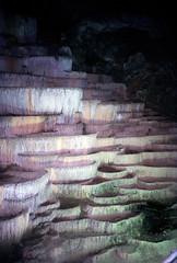 Škocjanske jame, sinterterrassen in een druipsteengrot, Slovenië 1986 (wally nelemans) Tags: škocjan škocjanskejame jame druipsteengrot cave sinterterrassen sinterterraces slovenië slovenia slovenija 1986