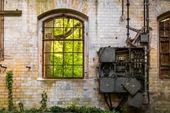 brunnenhaus (André.K.) Tags: beelitzheilstätten fabrik alt elektrik fenster maschine window house