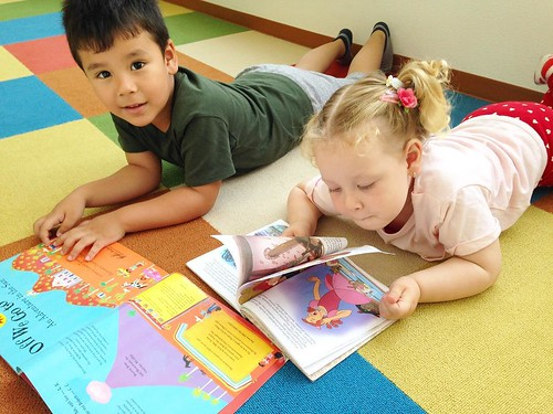 Reading together at Star Kids International Preschool, Tokyo. #starkids #international #preschool #school #children #kids #kinder #kindergarten #daycare #fun #shibakoen #minatoku #tokyo #japan #instakids #instagood #twitter #子供 #幼稚園 #保育園 #スターキッズ #インターナショナ