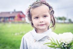 IMG_6940_red2 (Eivind Nielsen) Tags: brudepike flowers wedding daughter