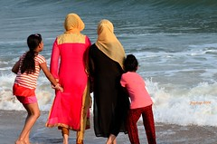 Sound of wave (Joy lens) Tags: sea beach india joy muslim women