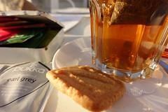thee met een koekje (=Mirjam=) Tags: sonyrx100iii 52weeksin2017challenge teatime tea cookie strandpaviljoennoord bergenaanzee evening cuppa juni 2017 odc warmth