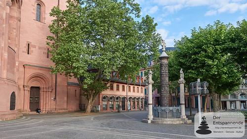 Mainzer Dom und Nagelsäule