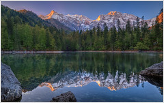 Ein neuer Tag (Karl Glinsner) Tags: österreich austria alpen alps berge gebirge mountains upperaustria oberöstrerreich frühling spring sonnenaufgang sunrise see lake spiegelung mirror outdoors salzkammergut reflection