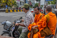 CAMBOYA -MONJES DESDE EL TUK-TUK flickr (PM.SABATER) Tags: asia cambodia camboya monjes moto city street calle ciudad light luz color photoshop ps lightroom lr sony rx1r sonyrx1r fullframe retrato portrait art arte foto photo photography calor hot people nompen travel viajar monk monje orange naranja colour bike honda
