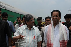 Chief Minister of Assam, TARUN GOGOI, during the opening festivities for the Red Ribbon Express in Guwahati..Photo credit:.UNICEF India/2010/Candace Feit.. (unicefindia) Tags: governmentpartners grouppeople hivaidsprevention india men