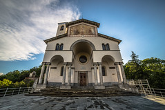 Il Santuario di Belmonte (TO) (DiegoGuidone) Tags: piemonte torino panorama picture canon eos italy italia art desktop sfondi sfondo tema diego guidone belle foto colori colors photo photografy fotografia pictures geotagged landscape light photocard wallpapers good cove concordians tetto architettura edificio 6d notte skyline bordo di una città allaperto sole nuvola cielo calma sigma collina paesaggio montagna cima catena montuosa pont canavese neve chiesa santuario belomnte valperga to
