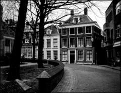 Herenhuis (Fotorob) Tags: vlaardingen woningenenwoningbcomplx nederland architecture halfvrijstaandewoning zuidholland analoog anoniem eengezinswoning holland netherlands niederlande architectura architectuur