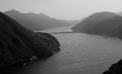 Lago di Lugano (Simone R) Tags: lake ceresio lagoceresio lago di lugano lagodilugano black blackandwhite blackwhite blacknwhite bnw olympus omd em5 sigma30mmf14 30mm bridge switzerland svizzera ticino