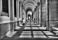 IMG_2970 - (Rabadán Fotho) Tags: bw galeria pasillo museo blancoynegro monocromo puntodefuga