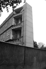 Urban walk 20 May 2017: Lewisham to Mile End 50 (neil mp) Tags: london towerhamlets poplar e14 robinhoodgardens alisonandpetersmithson smithsons architecture brutalism modernism concrete bétonbrut c20 twentiethcenturysociety housing blackandwhite bnw monochrome