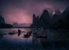 Fishermen twilight at Xing Ping (Massetti Fabrizio) Tags: sunset twilight sun sunrise sunlight xingping yangshou yangshuo guilin guangxi fishermen color clouds cina china river rural red medioformatofilm film mountain mount