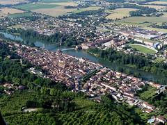 Villemur sur Tarn (François Magne) Tags: ulm pendulaire vue aerienne village église rue ruelle pont tarn tarnetgaronne villemur sur bastide