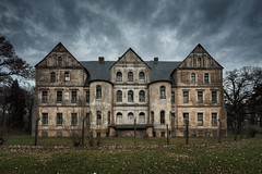 Mansion HL (Łukasz Małkiewicz) Tags: abandoned forgotten haunted house manor mansion opuszczone decay spooky