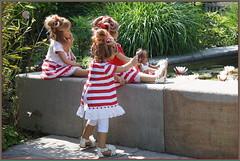 Tivi ... da ist der Froschkönig ... (Kindergartenkinder) Tags: dolls himstedt annette frühling park blume garten kindergartenkinder essen grugapark personen milina tivi annemoni blumen seerosen jinka leleti