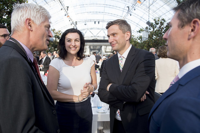 Tim Macindoe, Dorothee Bär and Martin Dulig in discussion
