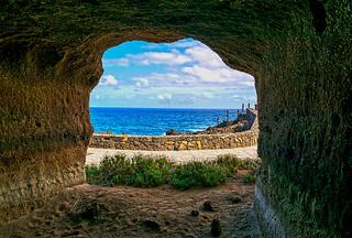 Sin puerta al mar. (No door to the sea).