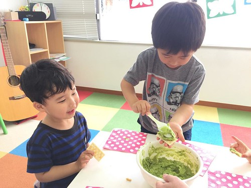Eating the guacamole we made at Star Kids International Preschool, Tokyo. #starkids #international #preschool #school #children #kids #kinder #kindergarten #daycare #fun #shibakoen #minatoku #tokyo #japan #instakids #instagood #twitter #子供 #幼稚園 #保育園 #スターキ
